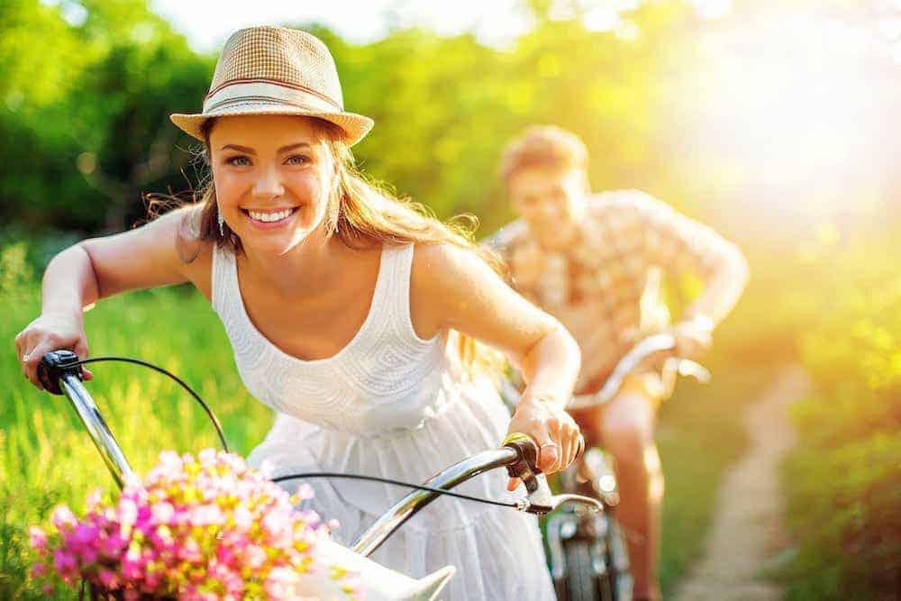 Frau fährt Fahrrad - Beratungsmöglichkeiten