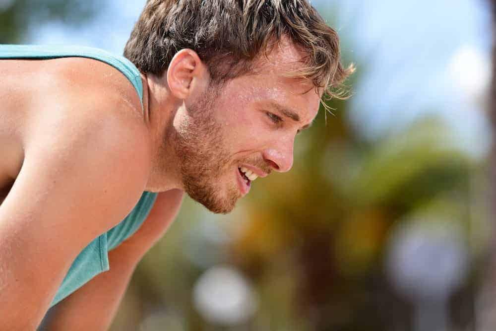 Lebenszahl 1 - Sportlicher Mann macht Pause